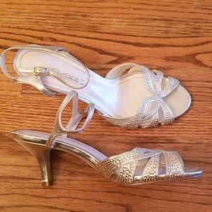 Women's dress shoe, Comfortable, low heel.